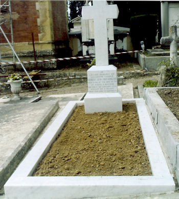 photo of Bert Hinkler's grave in Florence, Italy.